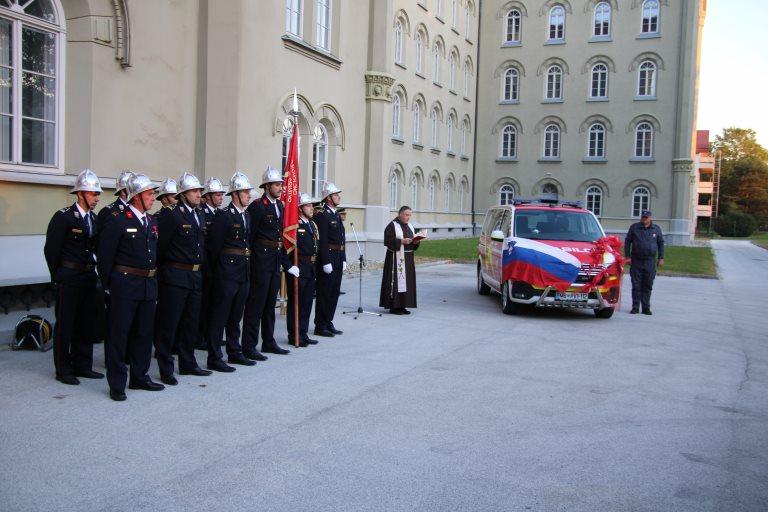 Po končani svečani skupščini so namenu predali novo gasilsko vozilo.