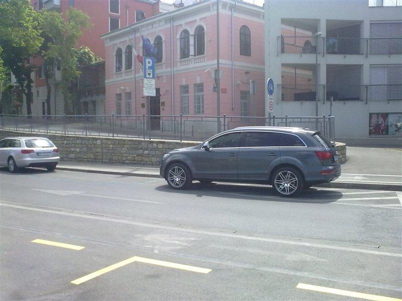 Čigav je napačno parkiran avtomobil?