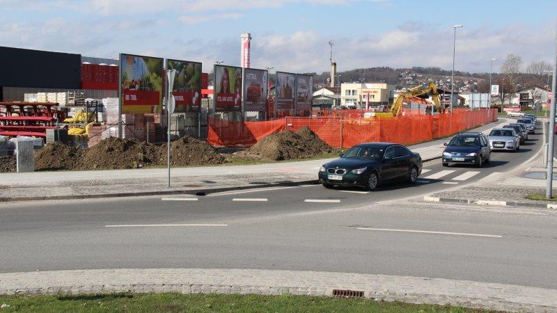Lokacija servisa bo v neposredni bližini krožišč, na uvozu na Puhov most.