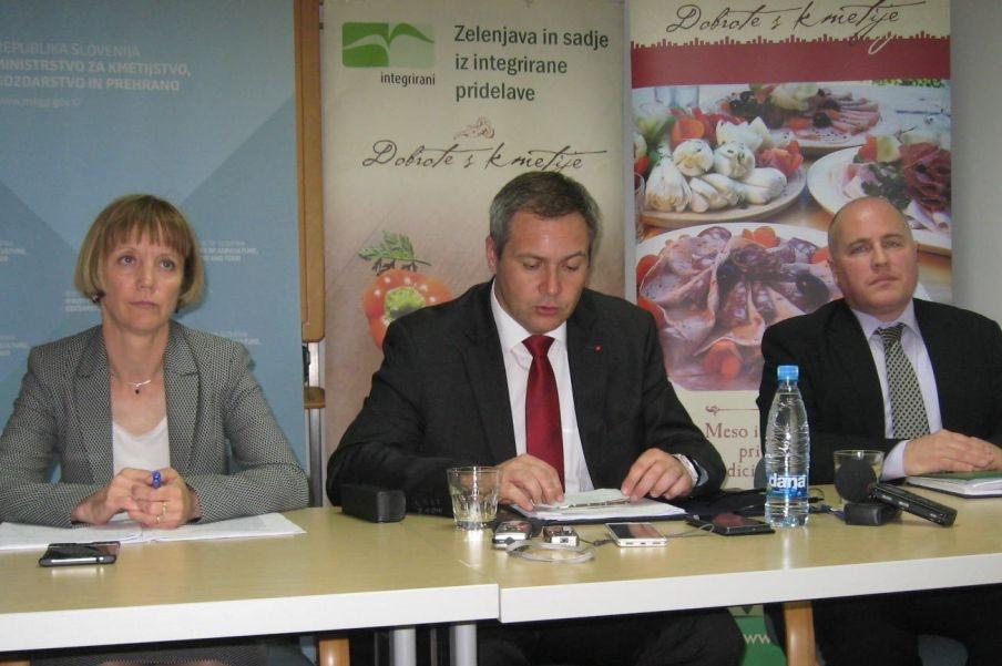Tanja Strniša, državna sekretarka, Dejan Židan in Andrej Suvorov