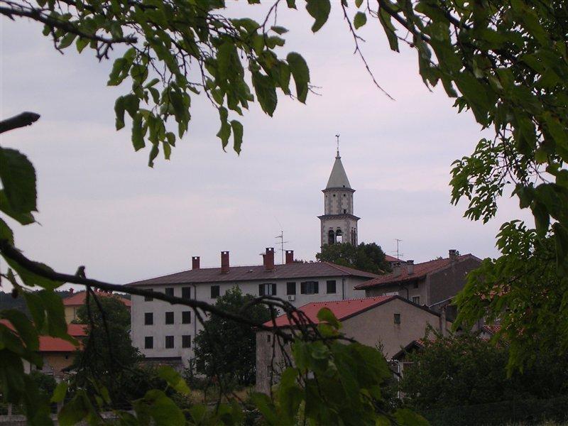 V vasi Lokev naj bi po besedah domačinov bivala že tretjina tujih državljanov