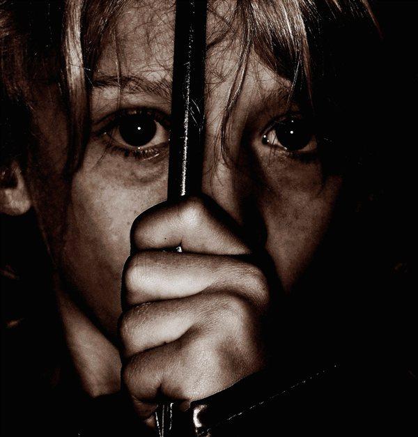 Svojo hčer naj bi zlorabljal med tedenskimi stiki, ki mu jih sodišče izjemoma dovolilo.