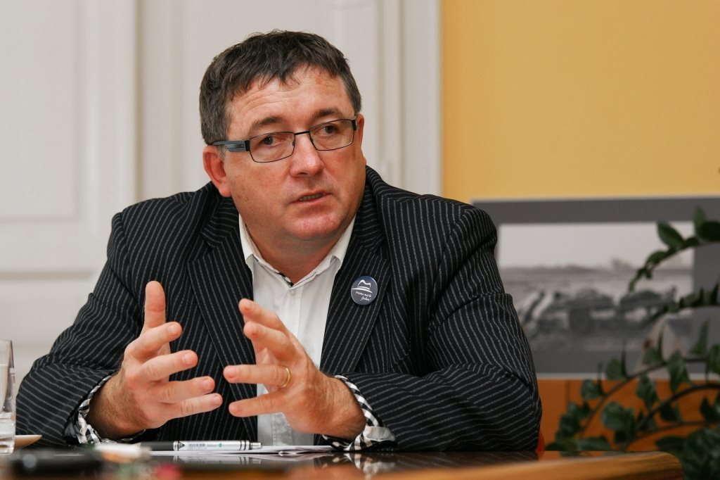 Pozivi k odstopu župana  dr.Andreja Fištravca se vrstijo drug za drugim.