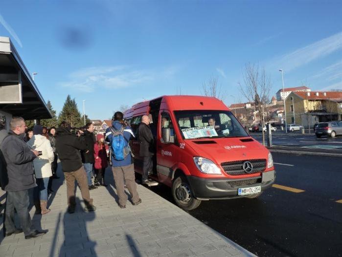 Občani so brezplačni avtobus odlično sprejeli.