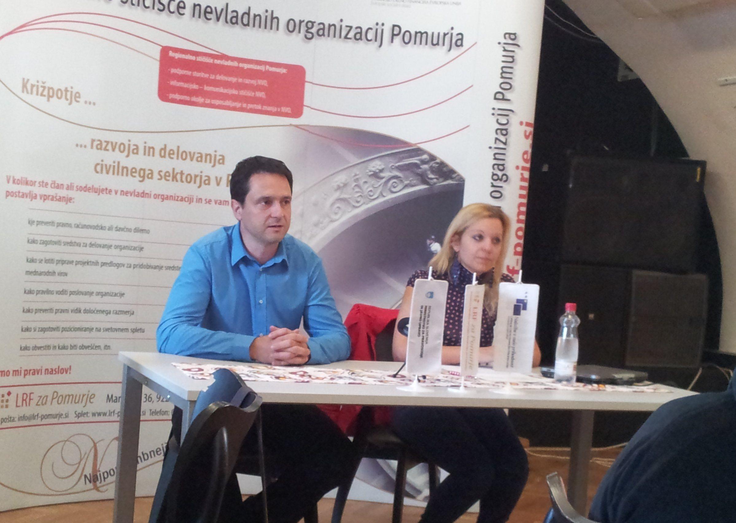 O akciji »Vsak dan novinar – en dan nevladnik« sta najprej spregovorila Bojan Vogrinčič, direktor LRF za Pomurje, in Matejka Horvat