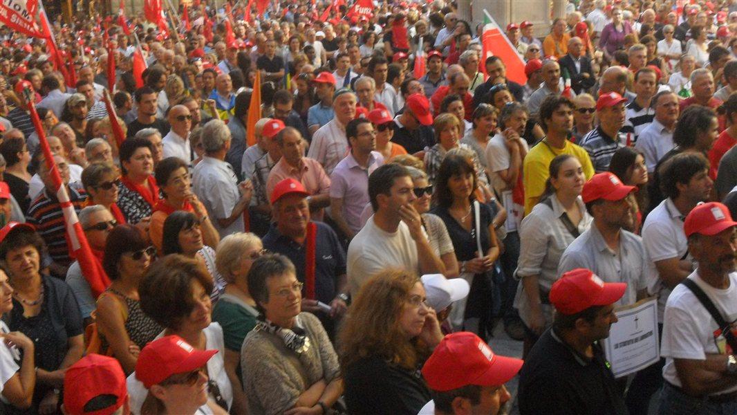 Za sindikati naj bi po besedah Bojana Kramarja stala večina od 1000 zaposlenih v Primorju.