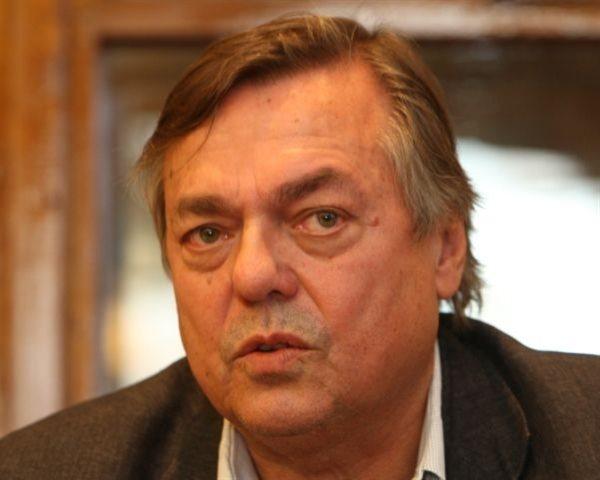 Jančar obravnava sodobne družbene razmere v Sloveniji in svetu.