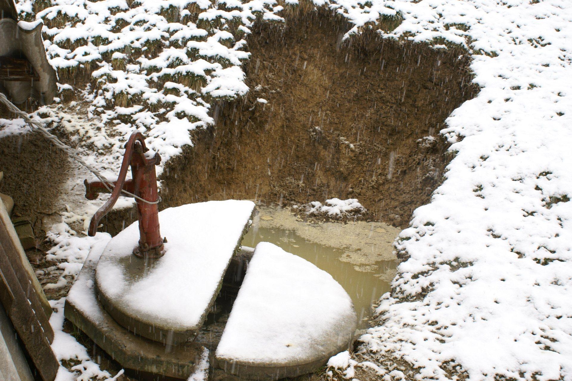 V Zgornjem Kocjanu v radenski občini je plaz premaknil studenec.