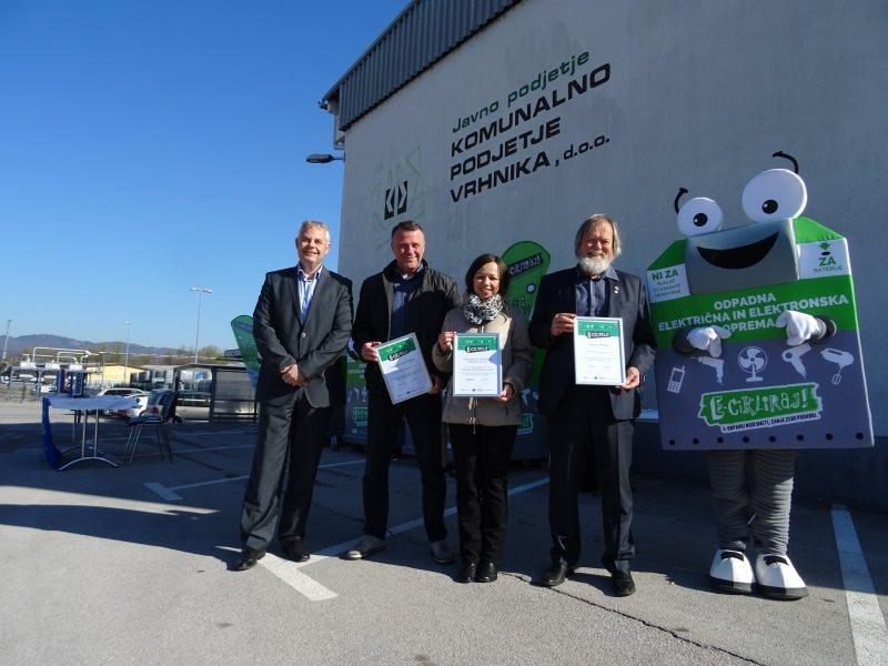 Predaja 10 uličnih zbiralnikov za e-odpadke in odpadne baterije