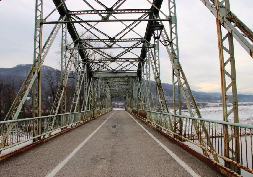 Železni most čez Savo in Krko so nazadnje obnovili pred 20 leti.