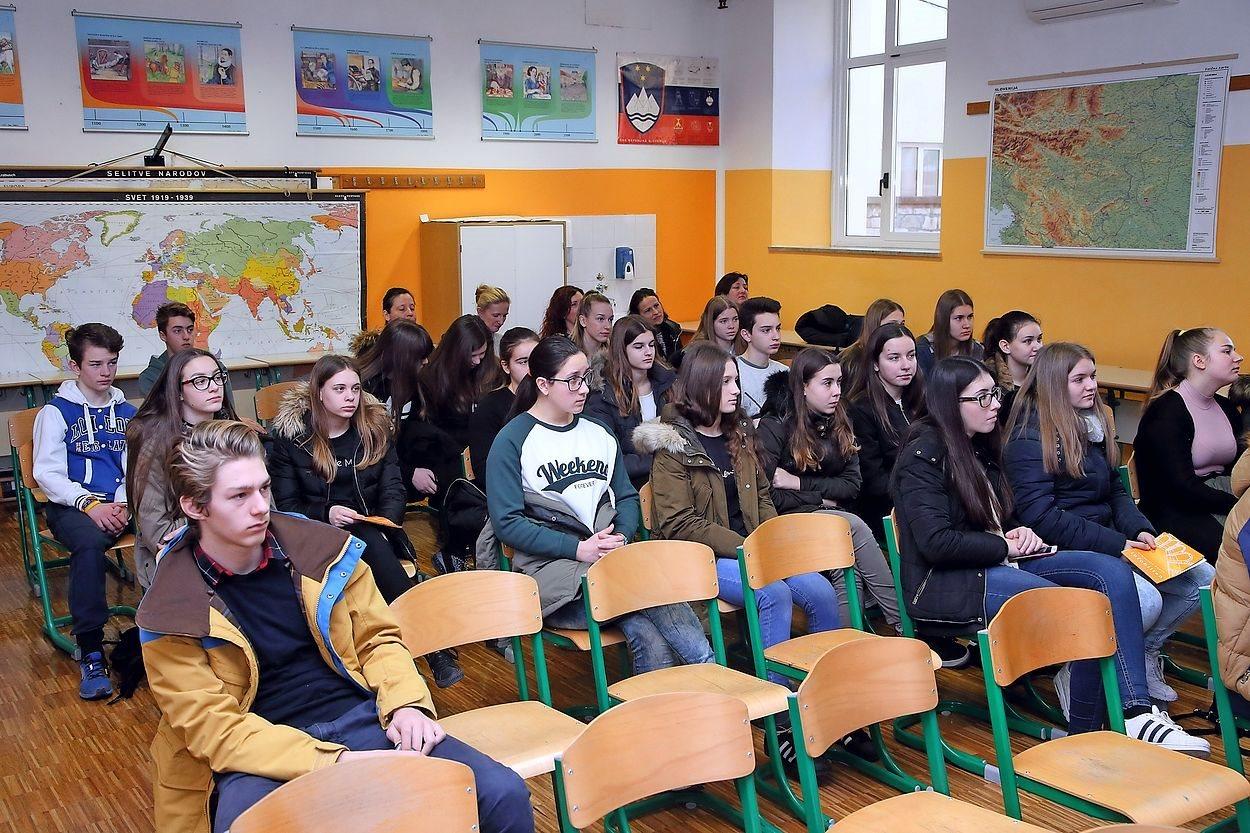 Informatorji bodo  pričakali dijake in jim nudili potrebne informacije pri usmeritvah v univerzitetnem mestu.