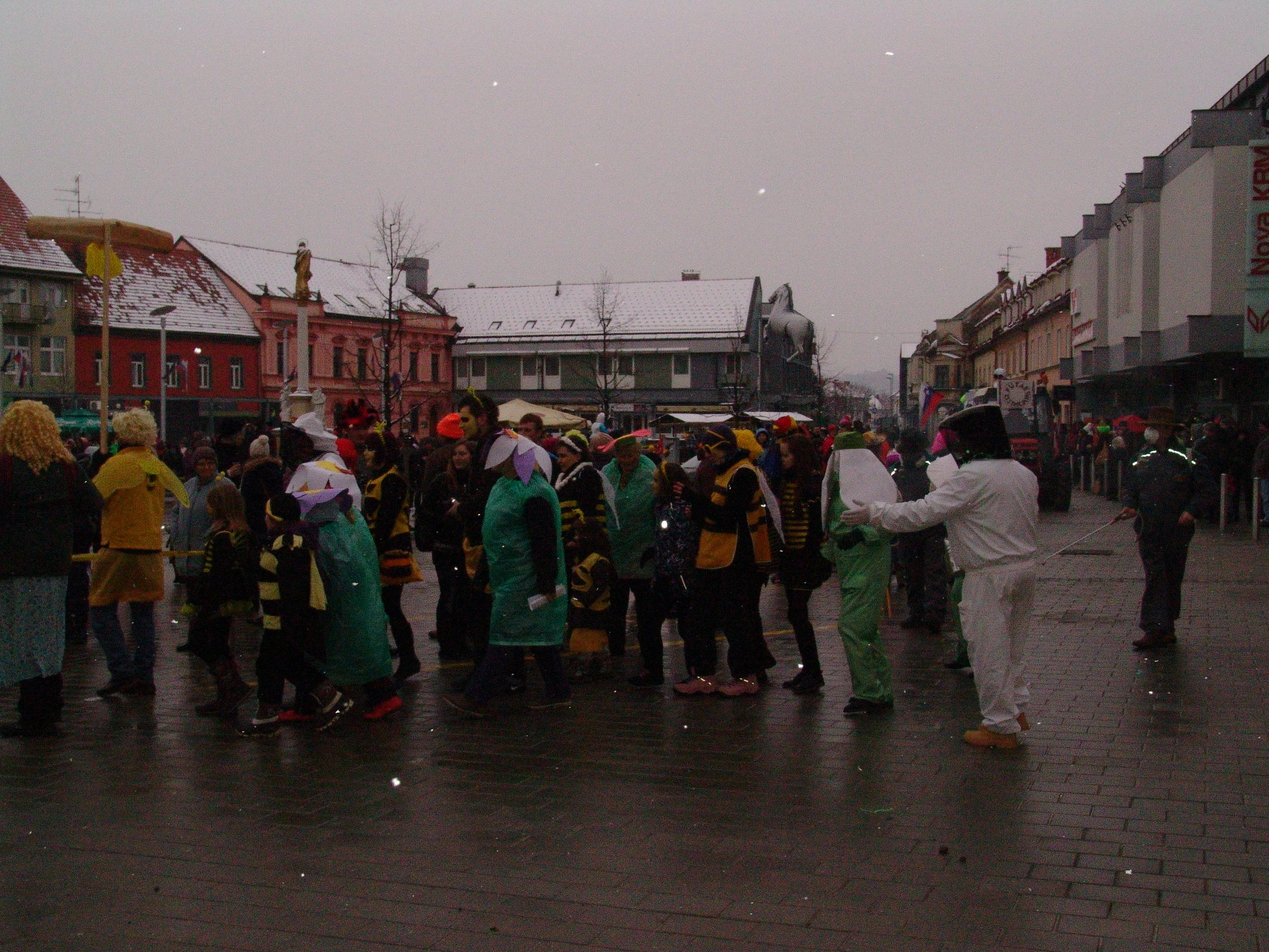 Pustna povorka na Glavnem trgu v Ljutomeru.