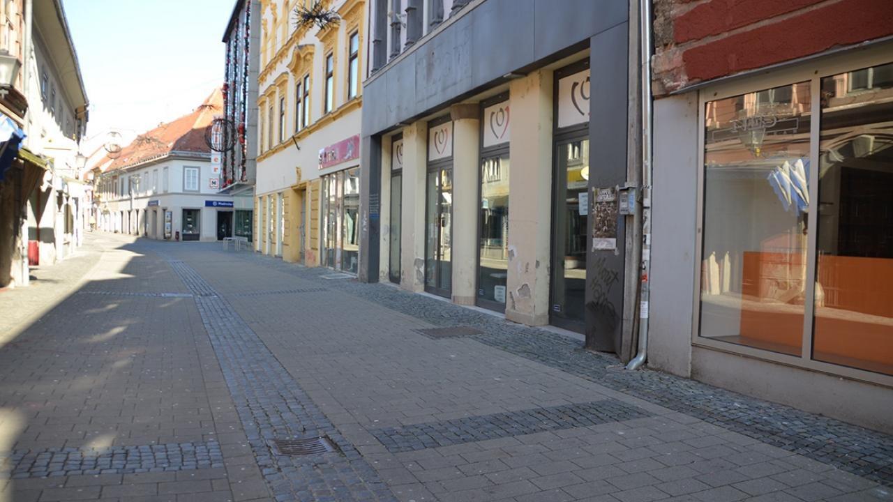 Mariborčani spoštujejo odlok, ulice samevajo.