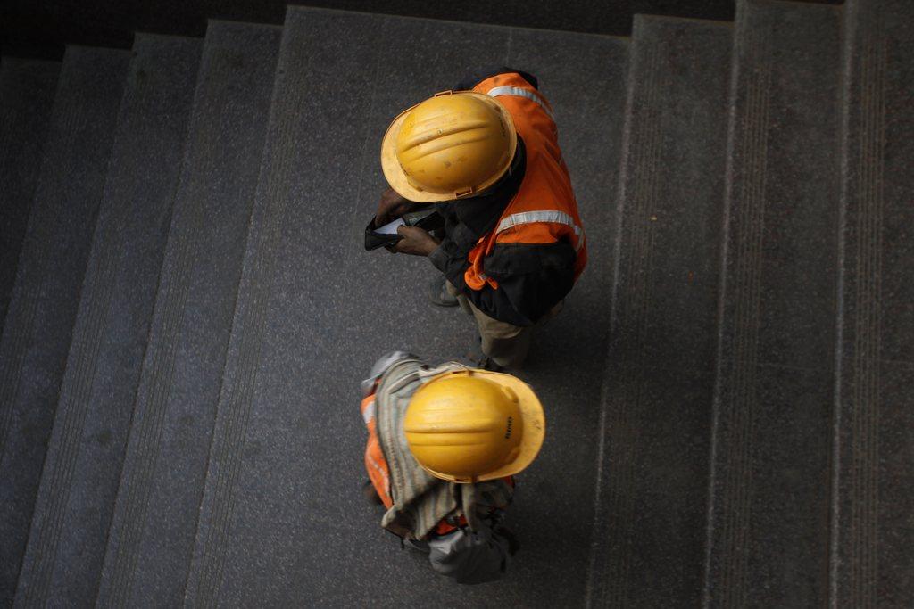 gradbeni delavci