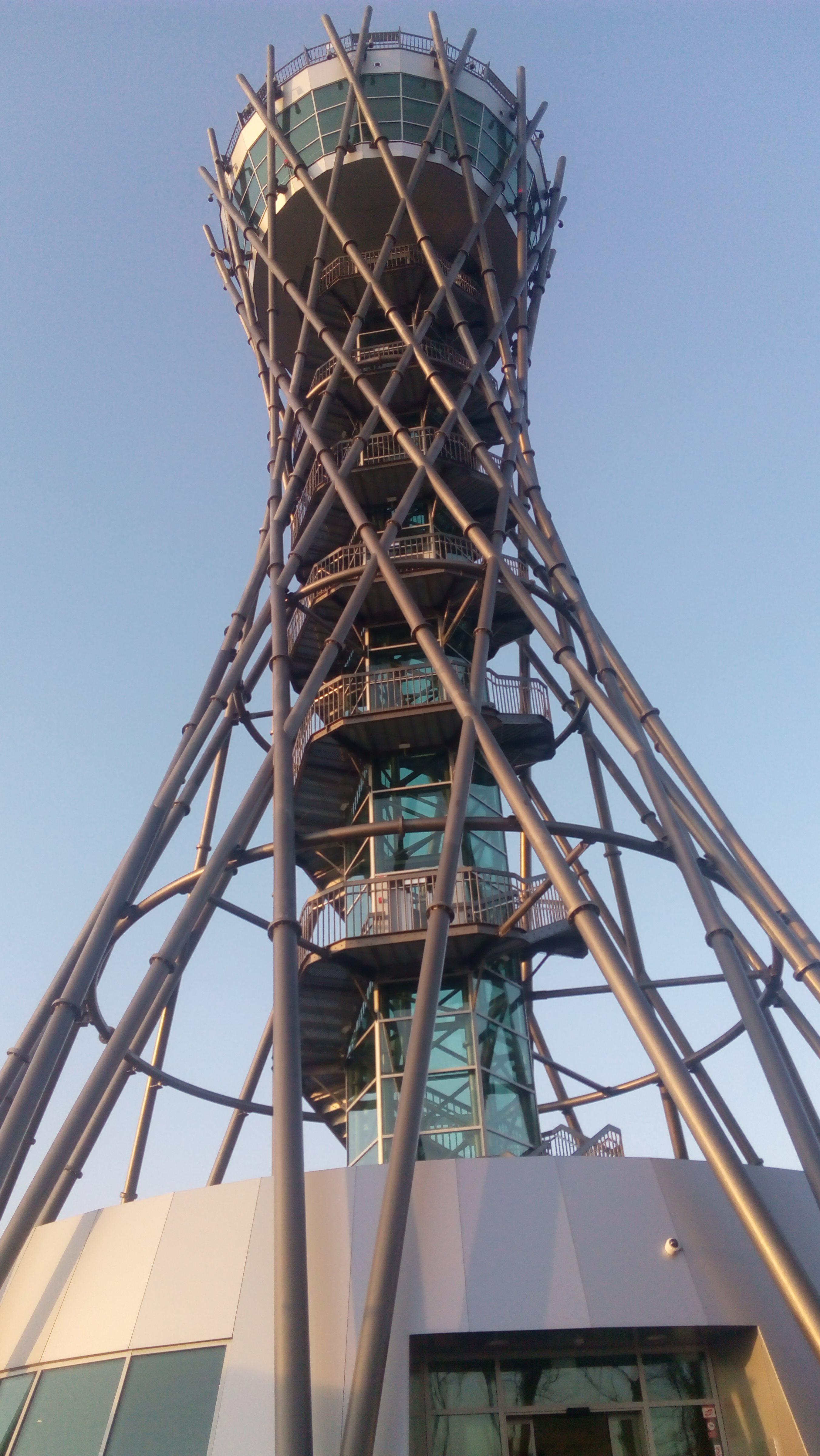 Razgledni stolp Vinarium mesečno obišče okrog 10.000 obiskovalcev