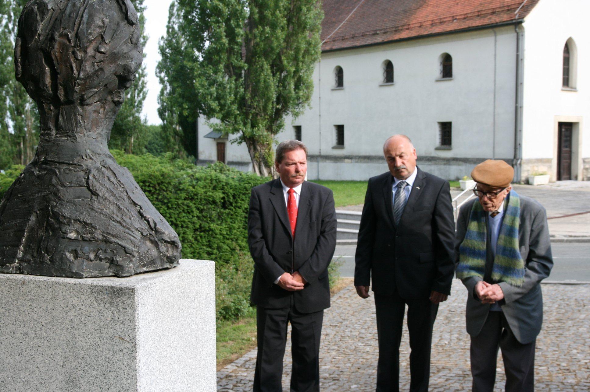 Boris Pahor se je poklonil Edvardu Kocbeku.