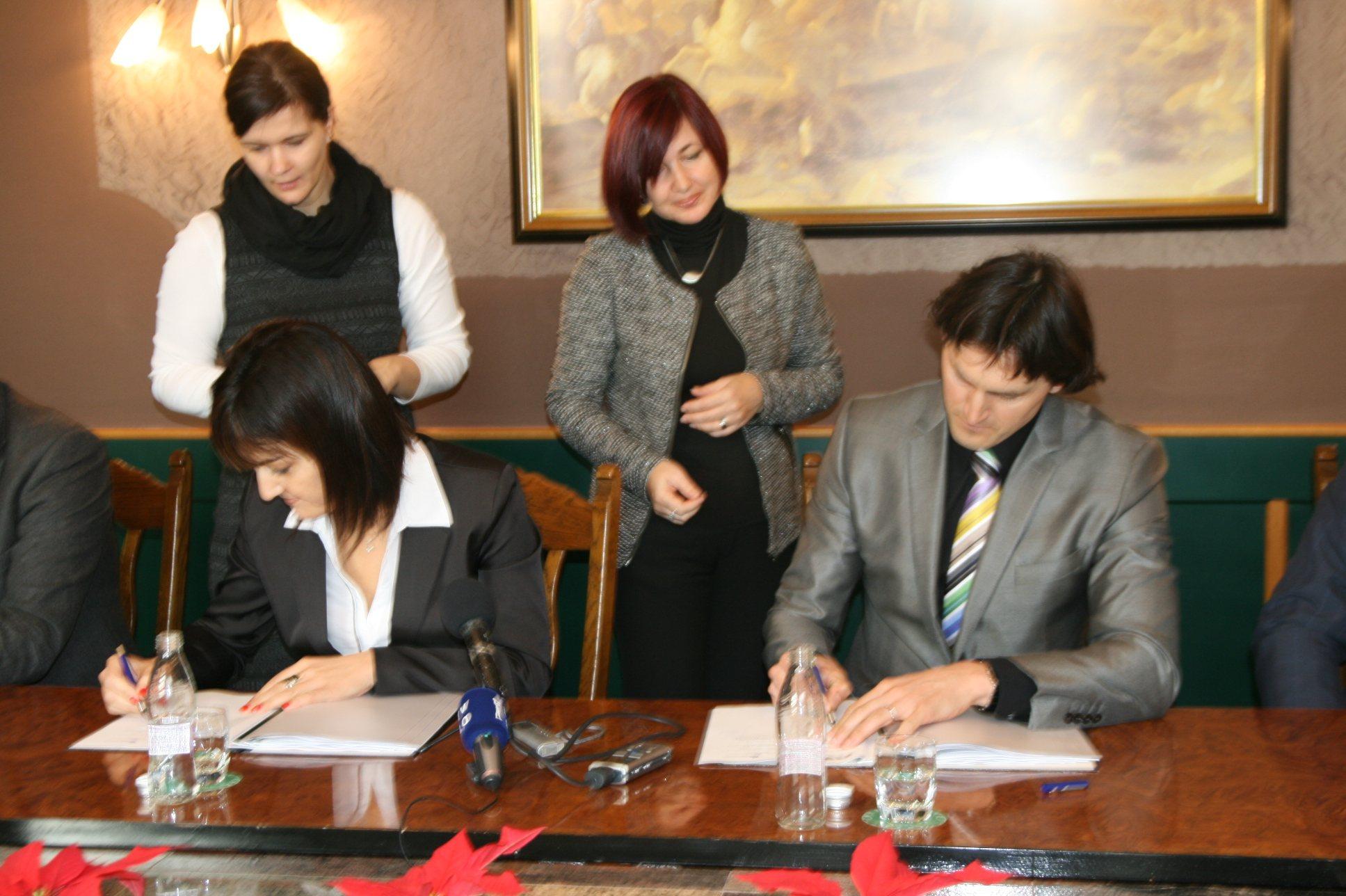 V Ljutomeru so podpisali pogodbe za gradnjo vodovoda.