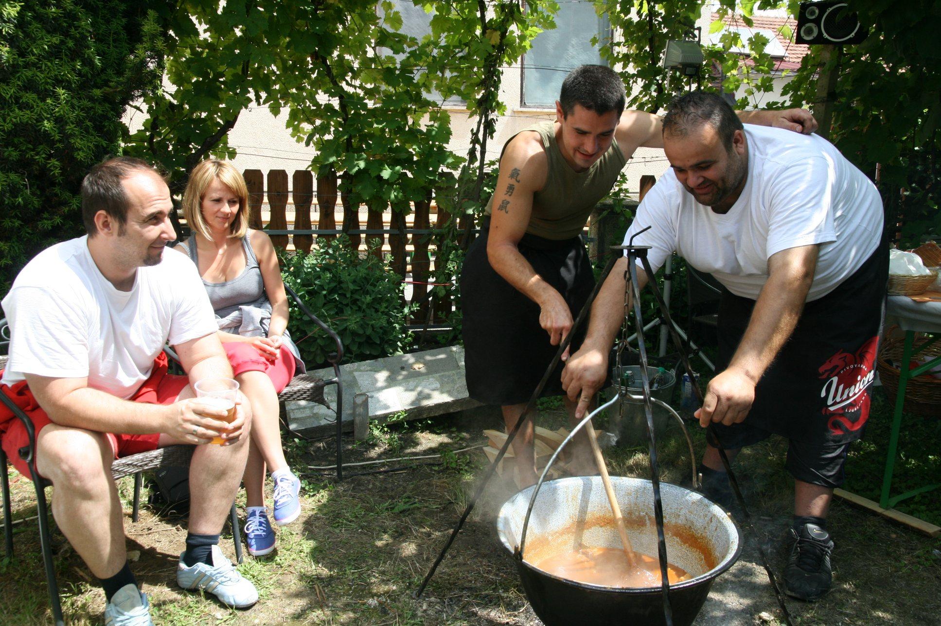 V Veržeju je štirinajst ekip kuhalo bograč.