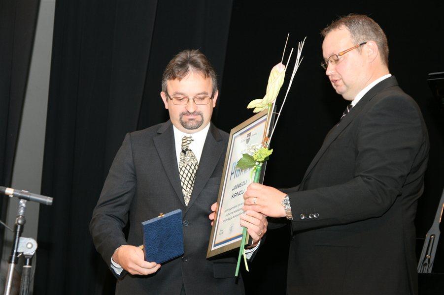 Plaketo občine Veržej je župan Slavko Petovar podelil Janezu Krncu.