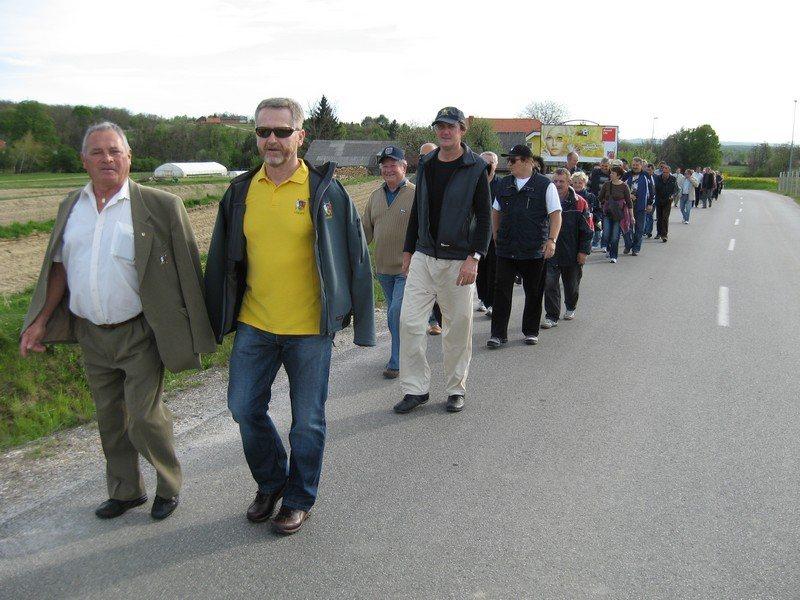 Vojni veterani so se množično udeležili pohoda.