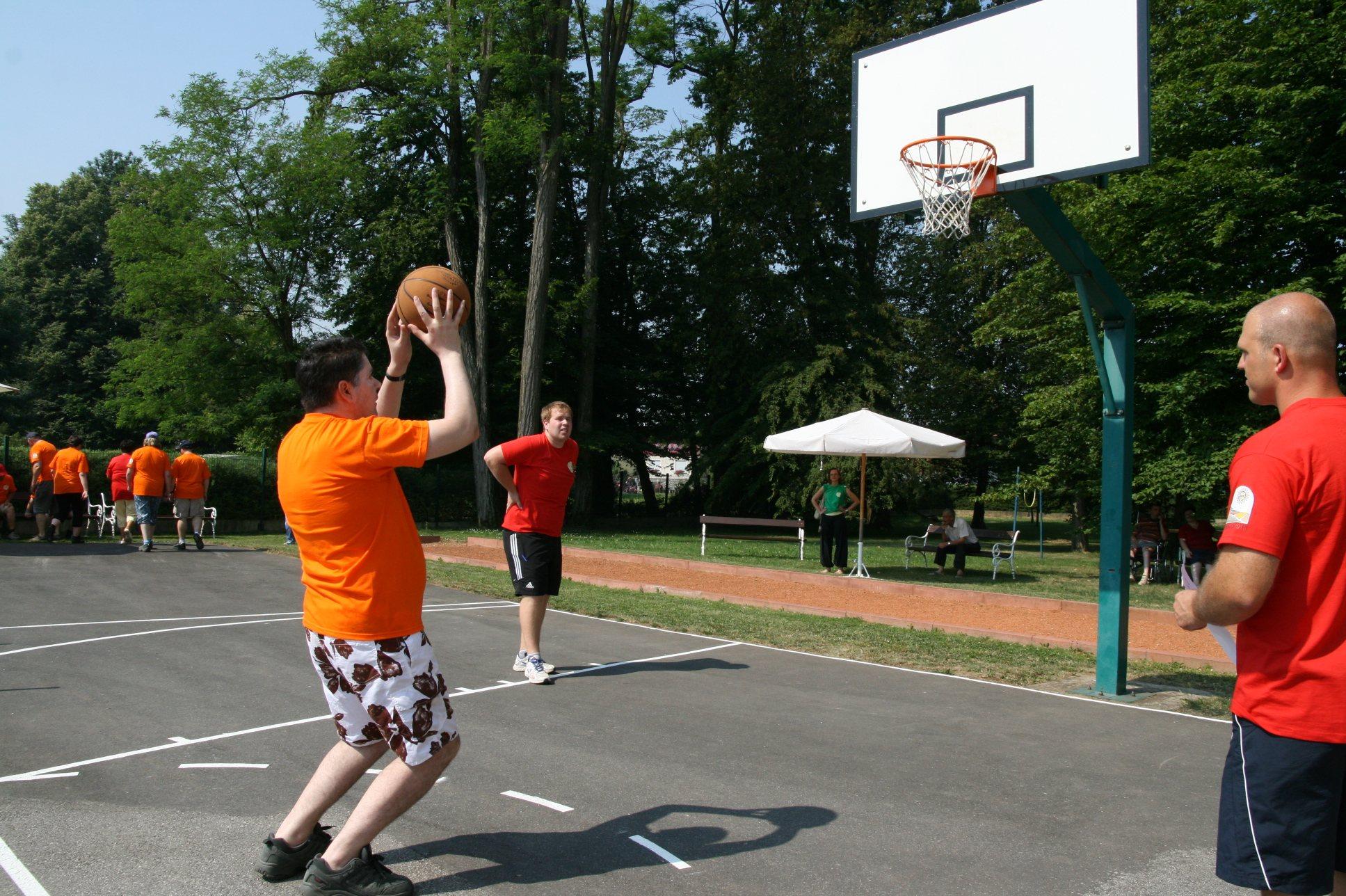 Udeleženci igre so se pomerili tudi v elementih košarke.