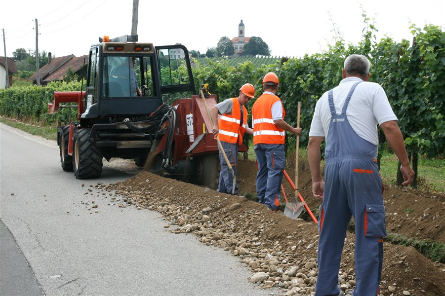 V delu občine Radenci gradijo širokopasovno omrežje.
