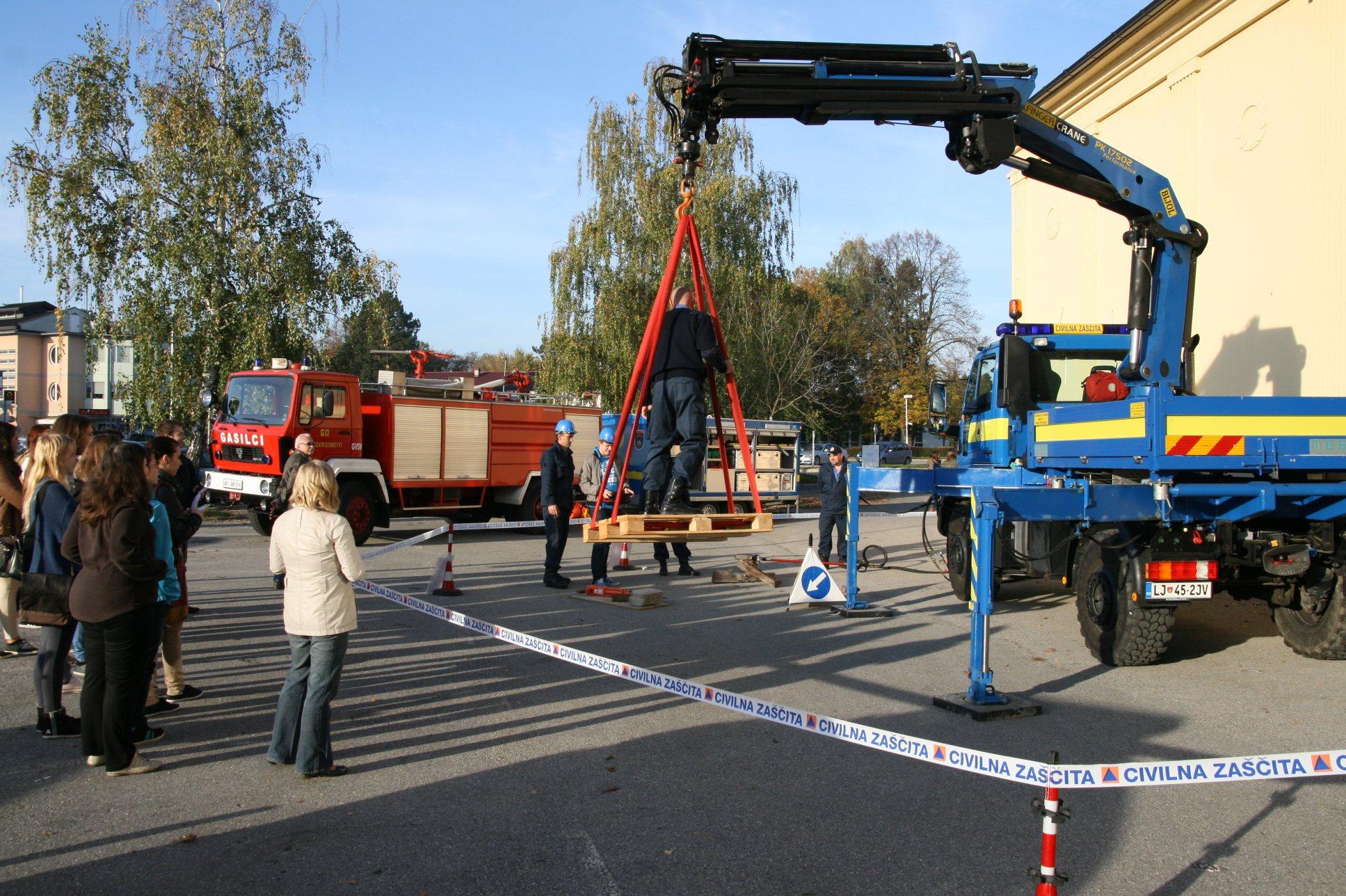 Ljutomerski gimnazijci so se seznanili s postopki reševanja ob nesrečah.