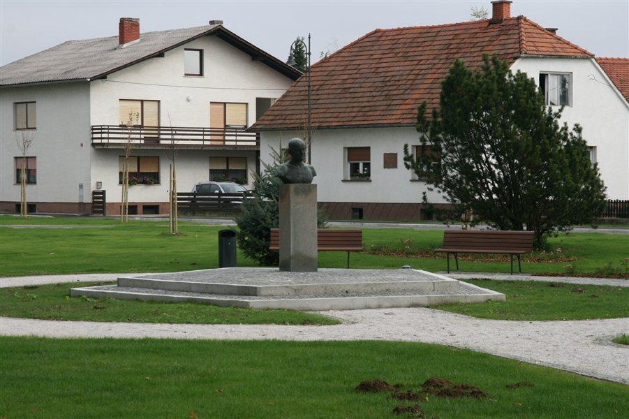 Trg Slavka Osterca v Veržeju ima novo podobo.