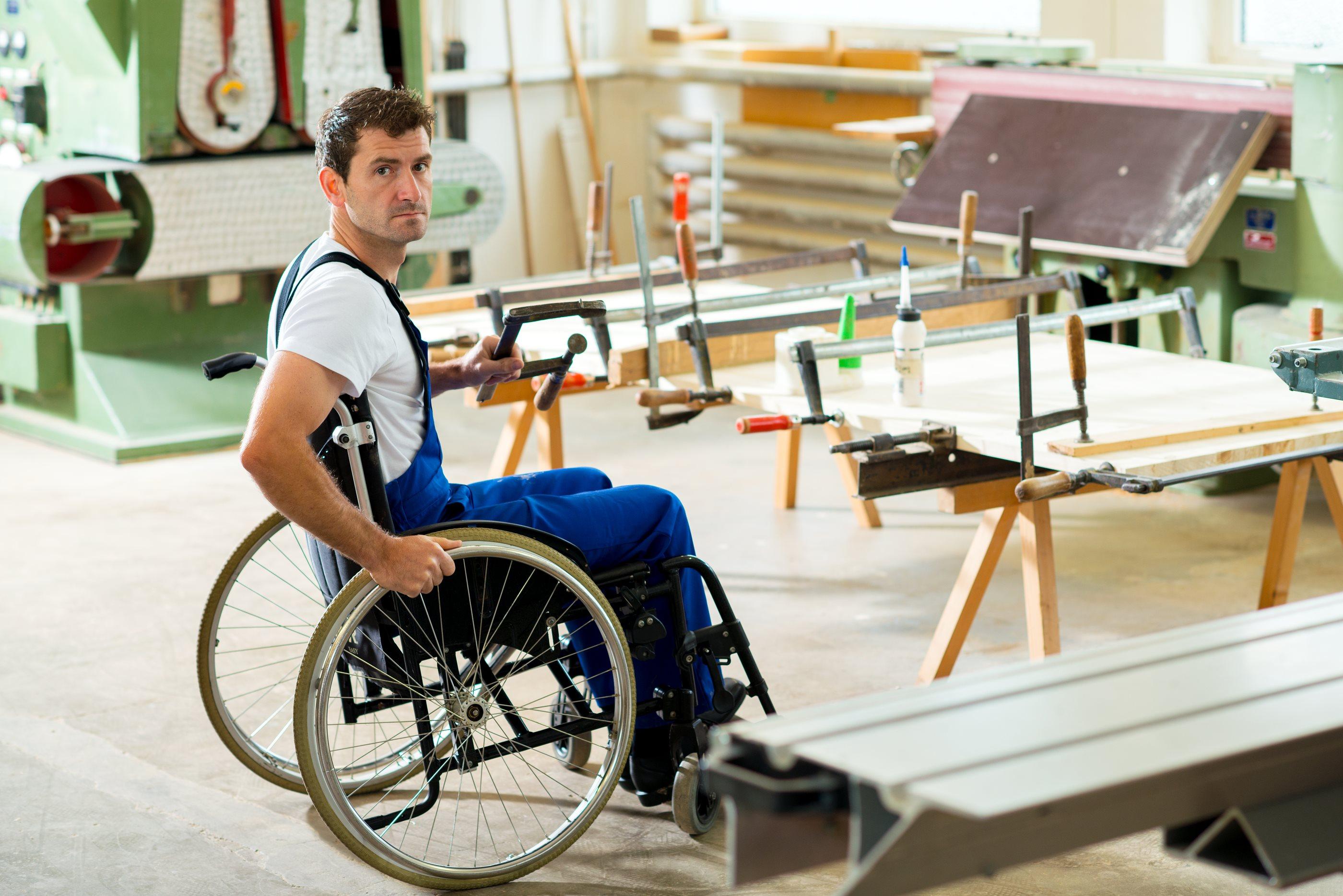Konec letošnjega avgusta je bilo na zavodu prijavljenih 15.961 invalidov.