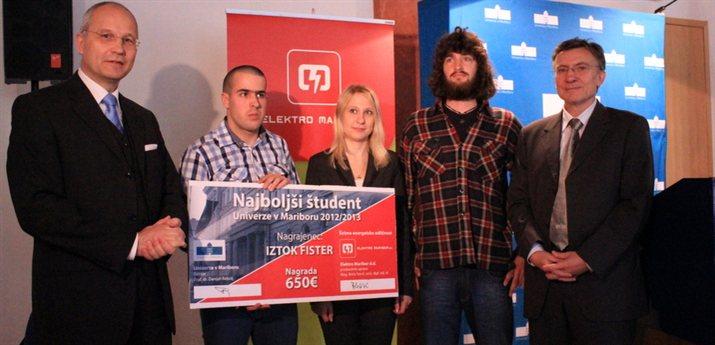 Najboljši študent Univerze v Mariboru, Iztok Fister, je prejel denarno nagrado v višini 650 evrov; vir: www.um.si
