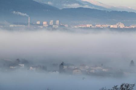 V Mariboru je mejna vrednost delcev v zraku presežena celo za štirikrat.
