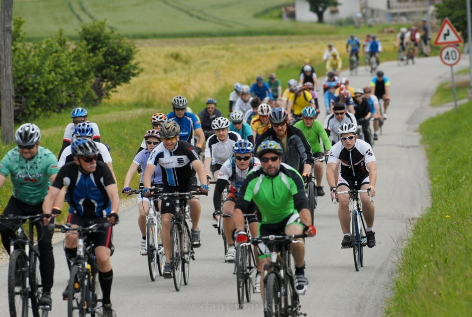 Lani je na maratonu pedale vrtelo čez 500 kolesarjev; foto: www.kose-radenci.si