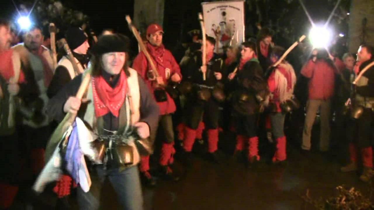 Opolnoči se je zgodil že 14. Kurentov skok na domačiji nekdanjega princa karnevala v Budini pri Ptuju.
