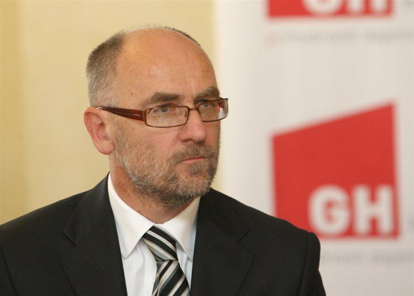 Direktor Kraškega zidarja Radoš Lipanje ni uspel v pogajanjih z bankami glede reprograma posojil, novih garancij in obratnega kapitala, zato je umaknil predlog za začetek prisilne poravnave.
