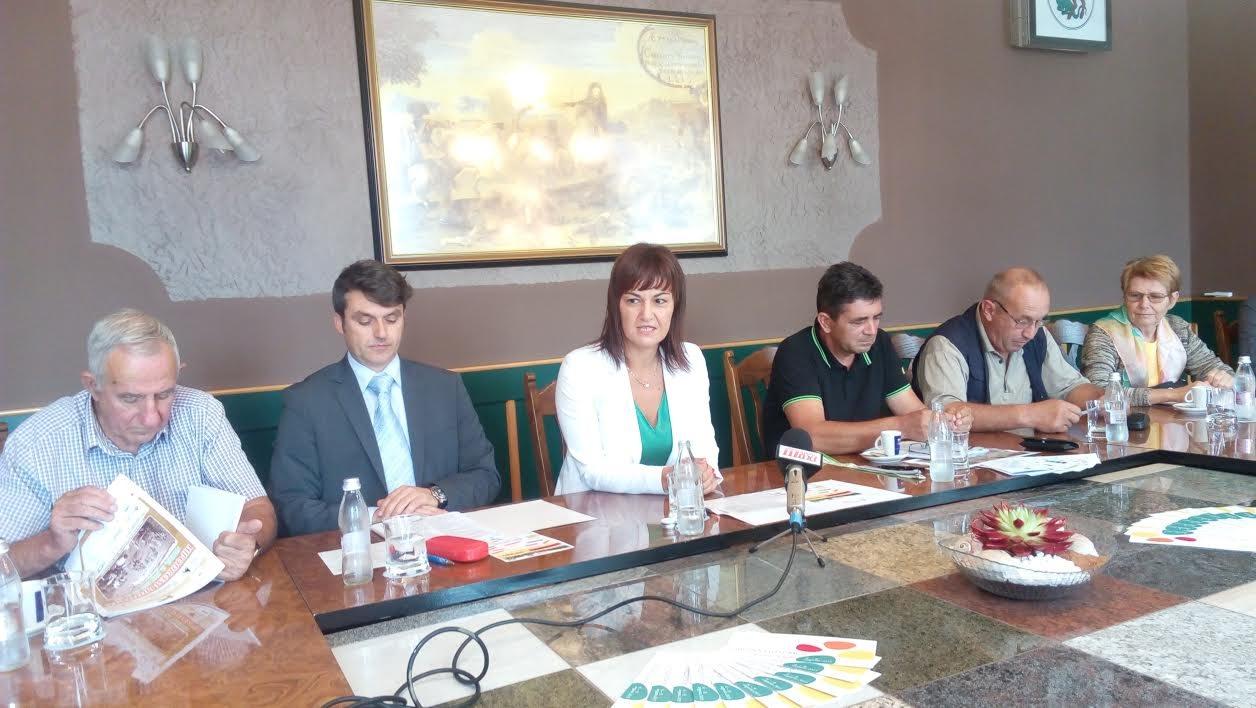Na tiskovni konferenci je ljutomerska županja Olga Karba v družbi predsednikov turističnih društev in drugih občinskih zavodov predstavila pester program ob praznovanju občinskega praznika.