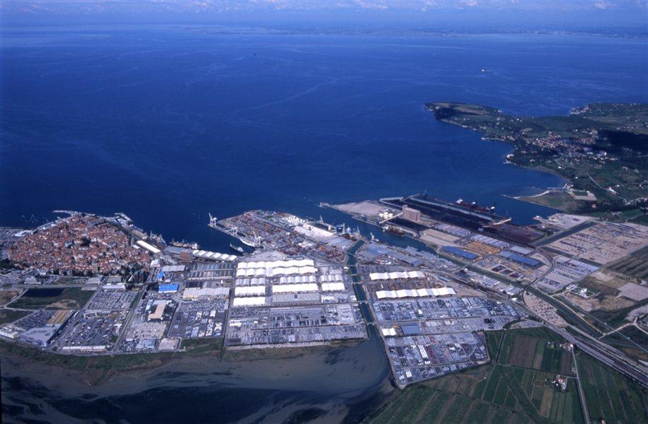 Po navedbah Luke Koper bo prostorski načrt omogočil povečanje obsega pristanišča s sedanjih 280 na kar 404 hektarjev.
