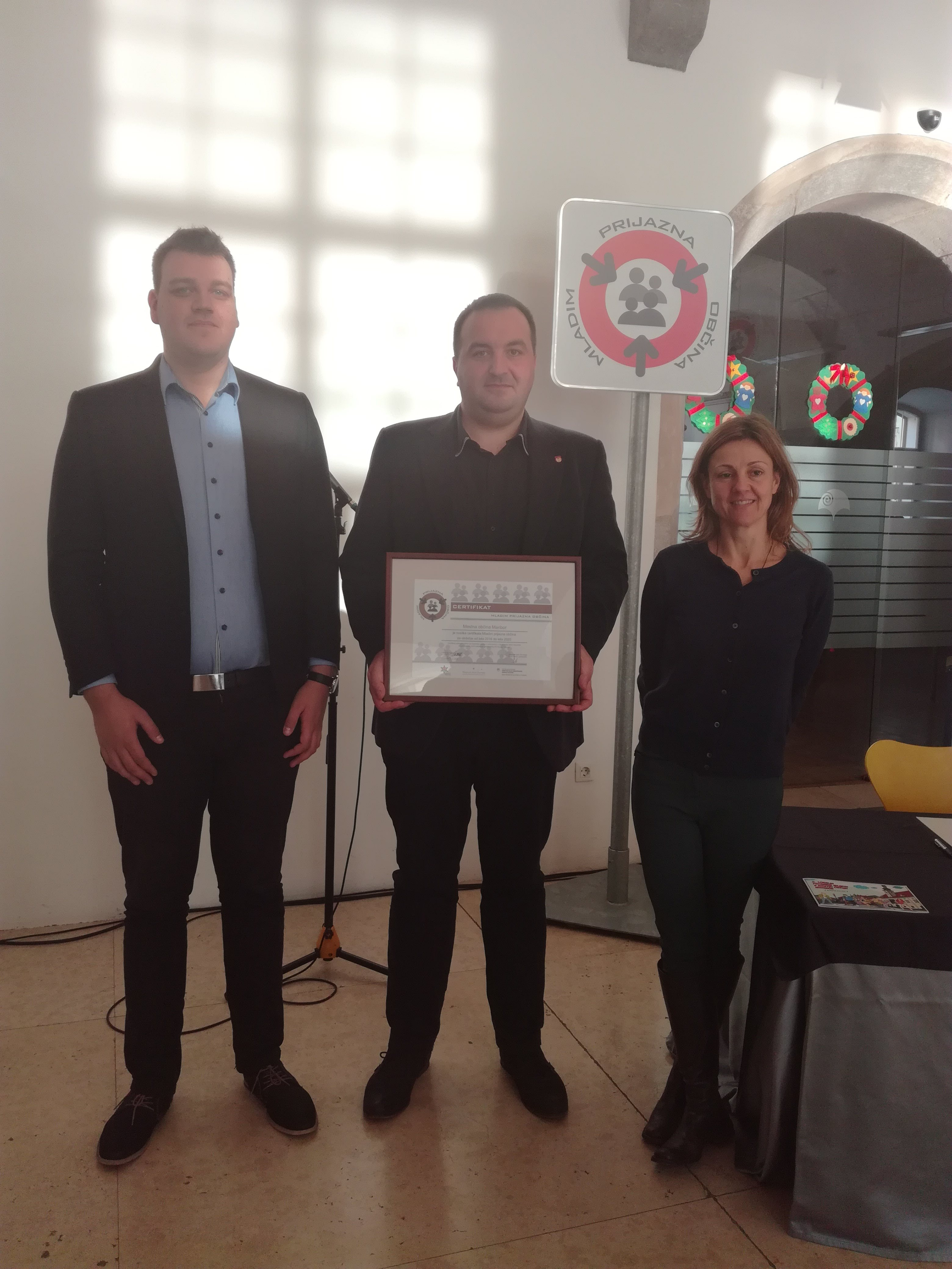 Mestu Mariboru je Inštitut za mladinsko politiko podaljšal certifikat mladim prijazna občina.
