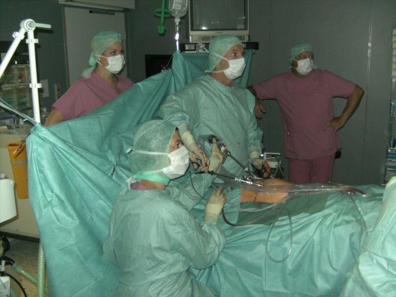 Z  novo, manj invazivno in zelo uspešno laparoskopsko metodo so opravili že pet operacij.