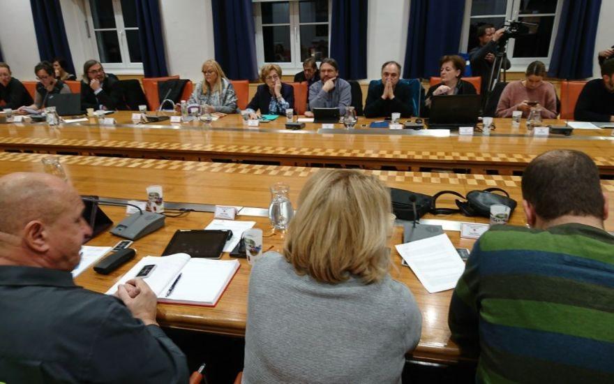 Svetniki so se strinjali s selitvijo mestne blagajne pod okrilje javnega podjetja Marprom na avtobusno postajo.