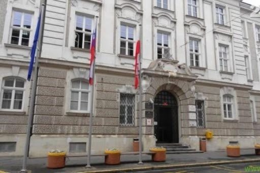 Mariborski mestni svetniki se bodo danes po treh mesecih spet sestali v živo.