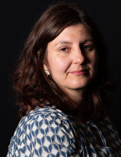 Diplomirana oblikovalka nakita Nataša Grandovec, ki živi in ustvarja v svojem mariborskem ateljeju April.