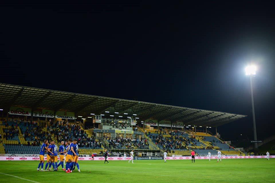 Večna tekmeca Maribor in Olimpija se bosta skupaj s pokalnim zmagovalcem Muro borila za evropsko ligo.