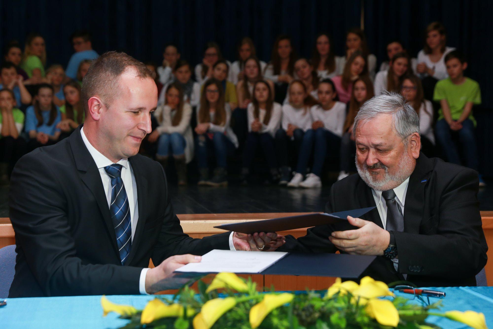 Univerza v Mariboru, s svojim znanjem, raziskavami in strokovnostjo postaja prostor povezovanja z gospodarstvom.