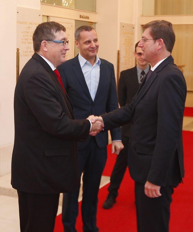 Vladna ekipa na čelu s premierjem Mirom Cerarjem bo danes ves dan na obisku v Podravju.