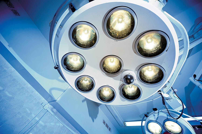 Zaradi pomanjkanja anesteziologov so v mariborskem kliničnem centru omejili število nenujnih operativnih posegov.