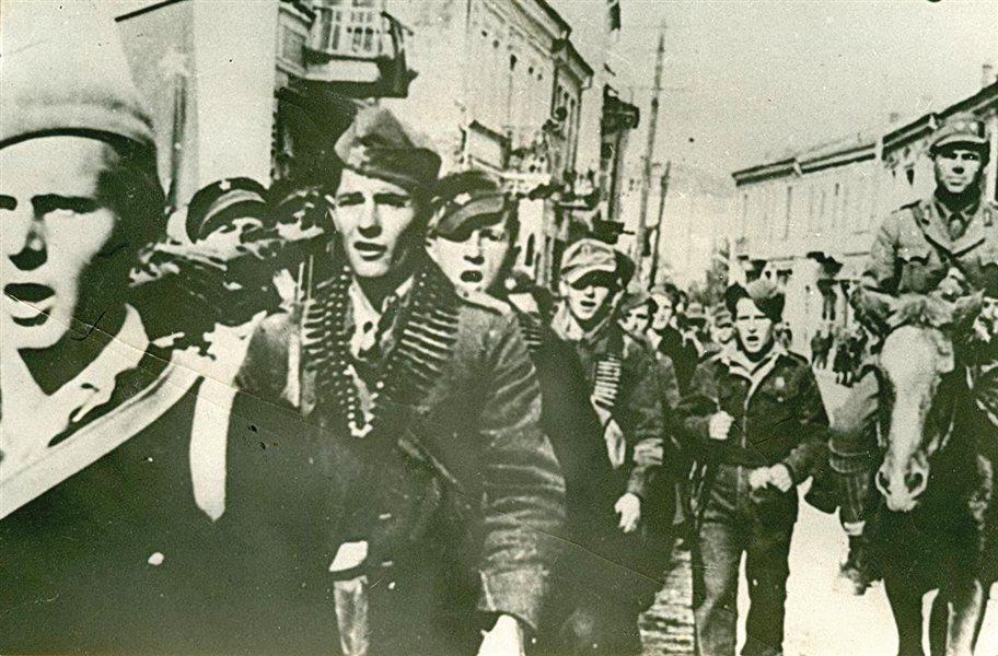 Občina Sežana se s svojim praznikom spominja 28. avgusta 1941, ko je v gozdove med Trebižani in Selom prišla Dolganova četa kot prva partizanska enota na Primorskem.