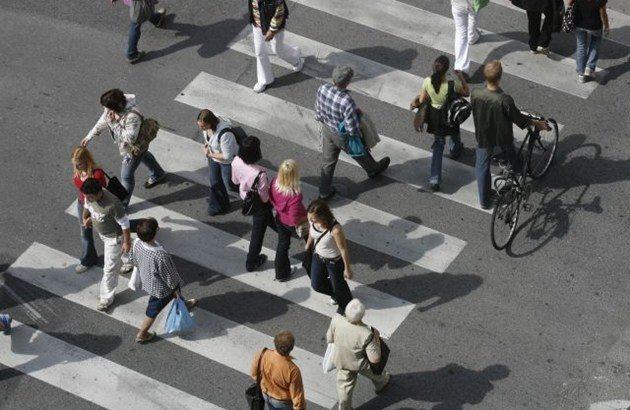 Pešci so gotovo med najbolj ogroženimi skupinami udeležencev v cestnem prometu.
