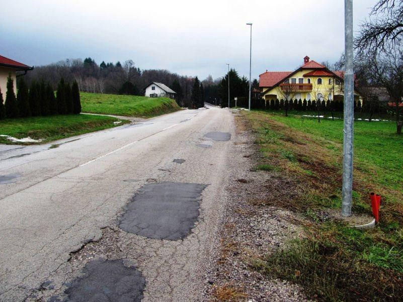 Cesta Trebež - Artiče