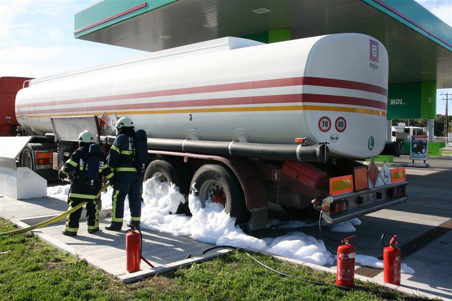 Na bencinskem servisu v Ljutomeru so uprizorili požarno vajo