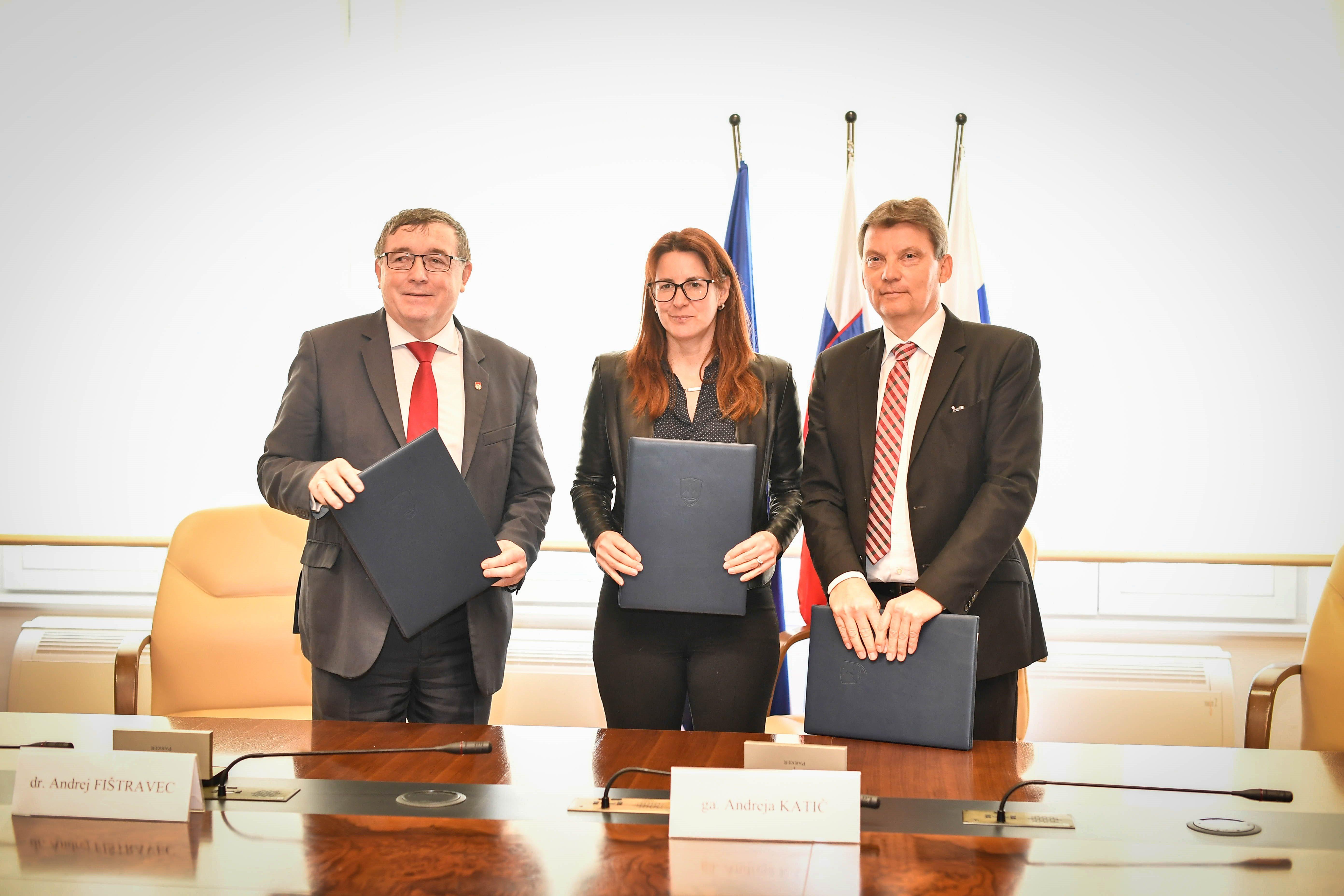 Vrednost menjalne pogodbe znaša nekaj več kot 3,1 milijona evrov.